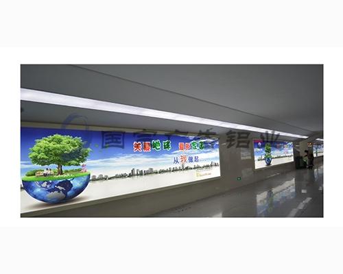 地铁广告灯箱